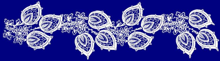 Белое кружево на синем фоне