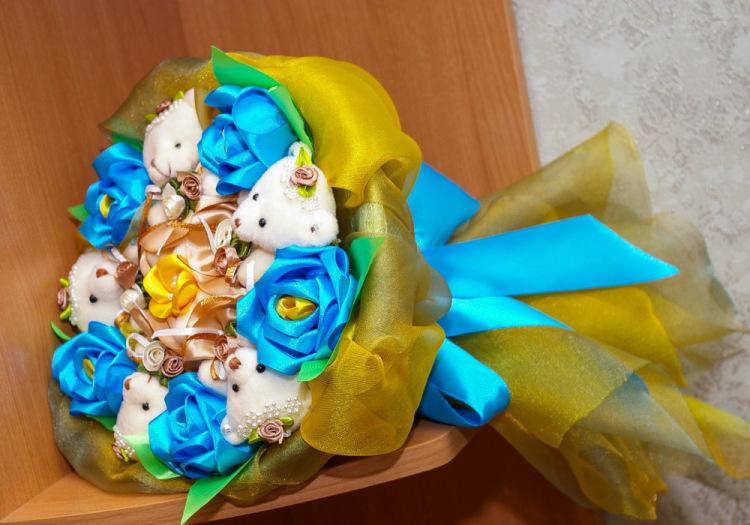 Букет из конфет и гофробумаги своими руками 92